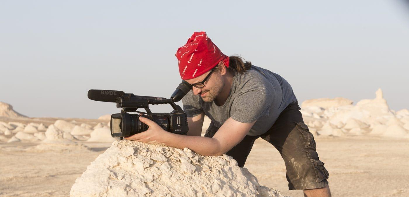 Florian Werner in der Weißen Wüste beim Filmen